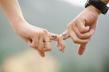 hands-437968_960_720